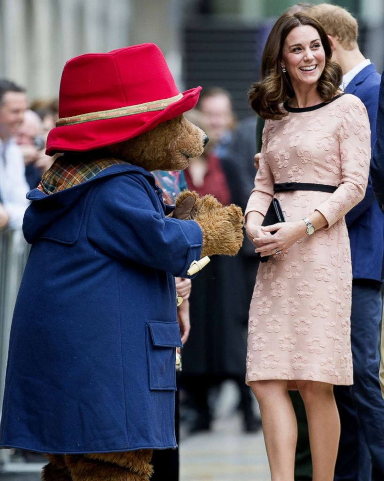 Photo Britains Catherine Ss Of Cambridge Smiles With A Person In Paddington