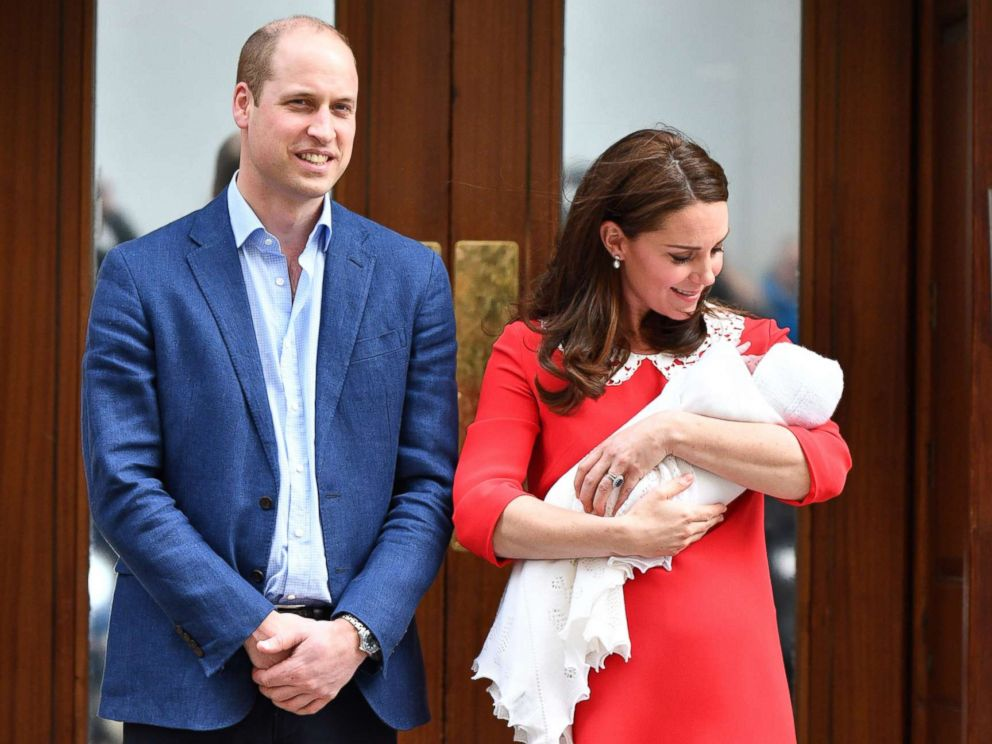 Prince William and Princess Kate posing with their newborn child, Image source: ABC news
