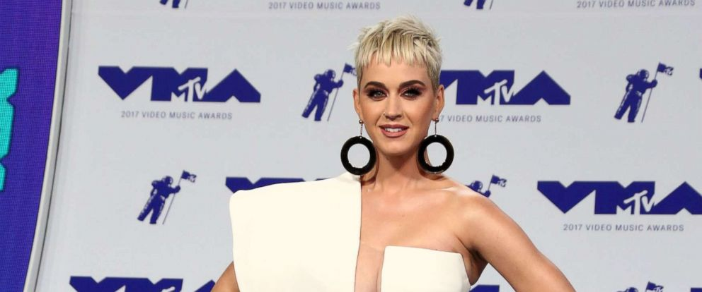 PHOTO: Katy Perry arrives at the MTV Video Music Awards, In Inglewood, Calif., Aug. 27, 2017.