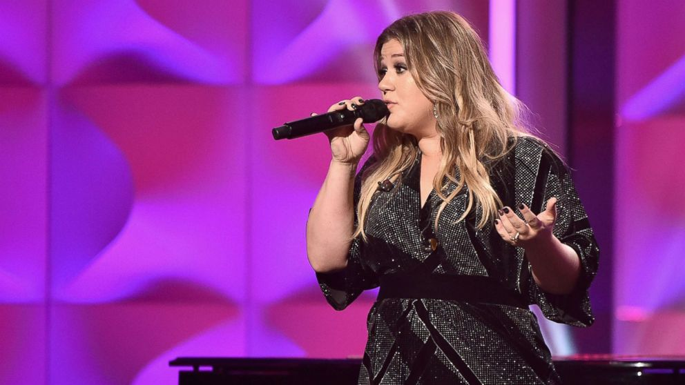Kelly Clarkson says \'Christmas Eve\' hit was a \'happy accident\' - ABC ...