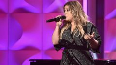 'PHOTO: Honoree Kelly Clarkson speaks onstage during Billboard Women in Music 20171_b@b_1The Ray Dolby Ballroom1_b@b_1Hollywood & Highland Center, Nov. 30, 2017, in Hollywood, Calif.' from the web at 'https://s.abcnews.com/images/Entertainment/kelly-clarkson-gty-ml-171222_16x9t_240.jpg'