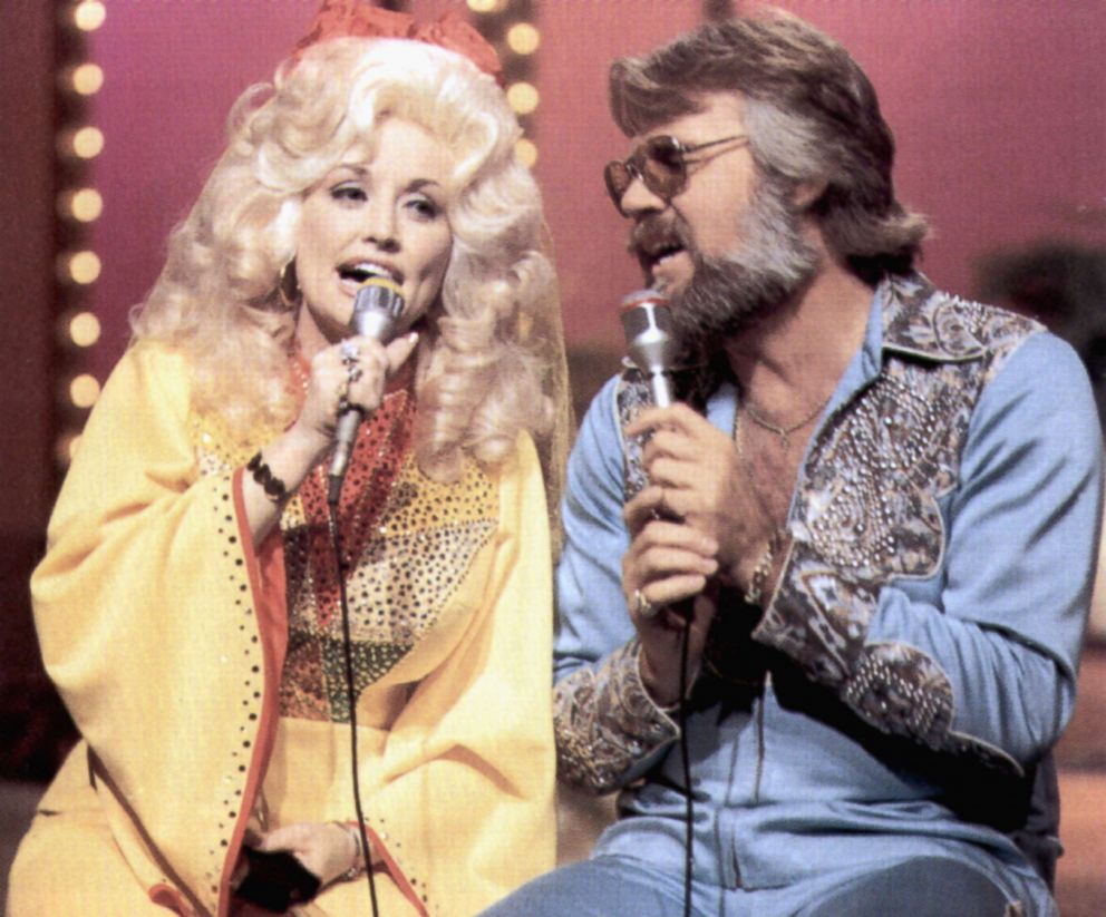 PHOTO: Dolly Parton and Kenny Rogers circa 1983.
