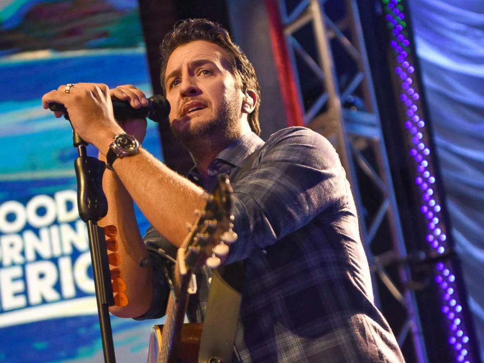 Luke Bryan loves the holidays with his family on the farm ...