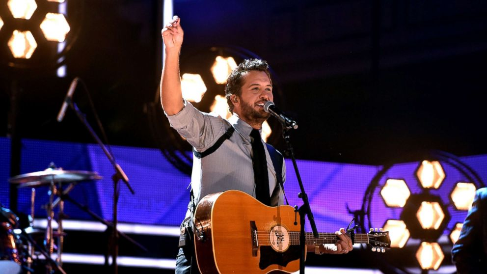 Honoree Luke Bryan performs onstage at the 2017 CMT Artists Of The Year, Oct. 18, 2017, in Nashville, Tennessee.