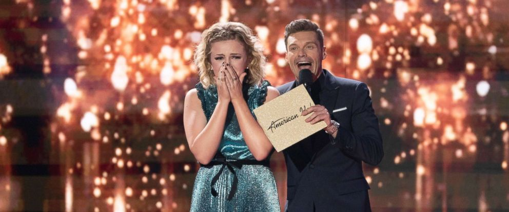 """PHOTO: Maddie Poppe and Ryan Seacrest at the """"119 (Grand Finale)"""" of """"American Idol,"""" May 21, 2018, on America?s network, The ABC Television Network."""