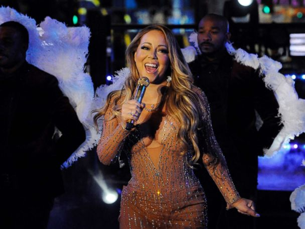 'PHOTO: Mariah Carey performs during a concert in Times Square on New Year's Eve in New York, Dec. 31, 2016.' from the web at 'https://s.abcnews.com/images/Entertainment/mariah-carey-rt-hb-171020_4x3_608.jpg'