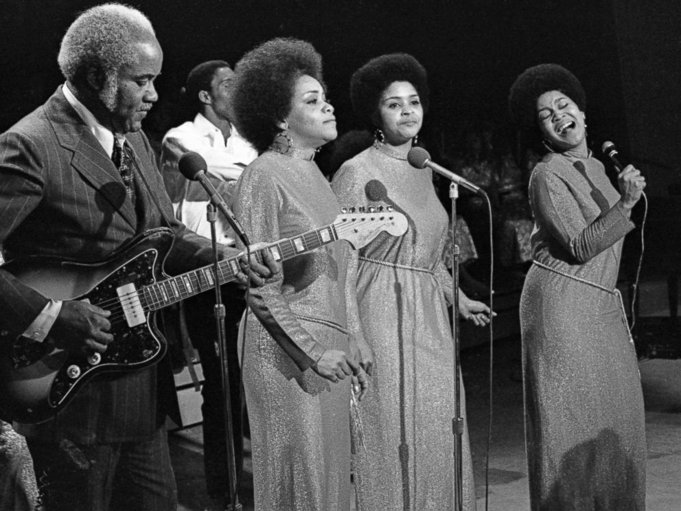 PHOTO: The Staple Singers, Pops Staples, Cleotha Staples, Yvonne Staples and Mavis Staples perform on TV show in 1970 in New York City.