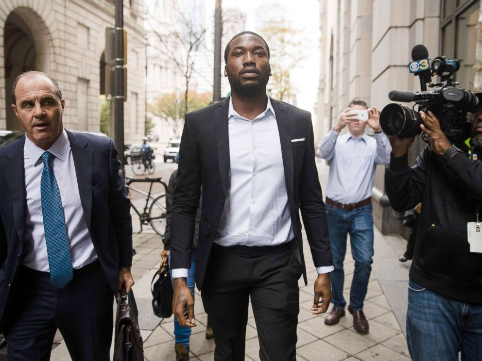PHOTO: Rapper Meek Mill, center, accompanied by his defense attorney Brian McMonagle arrives at the criminal justice center in Philadelphia, Nov. 6, 2017.