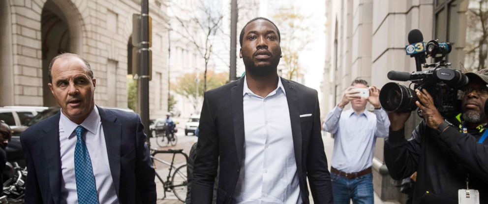 PHOTO: Meek Mill, center, accompanied by his defense attorney Brian McMonagle arrives at the criminal justice center in Philadelphia, Nov. 6, 2017.