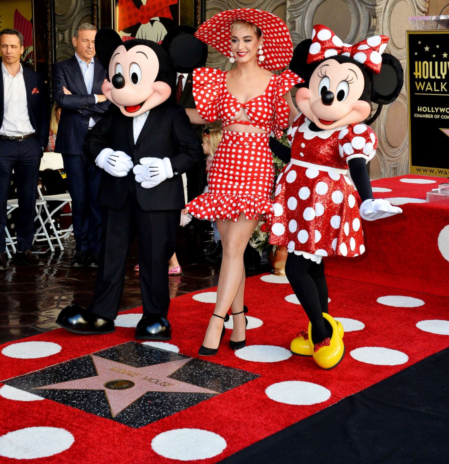 minnie mouse honored with hollywood walk of fame star abc news
