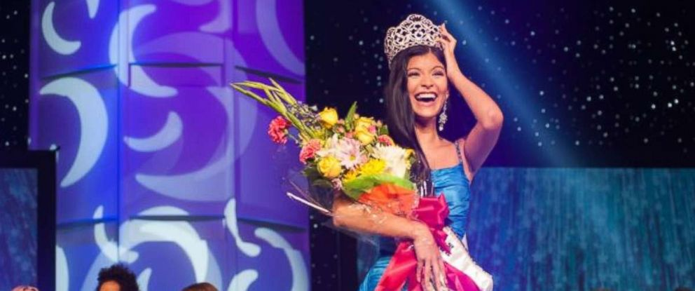 PHOTO: Sophia Dominguez-Heithoff, Miss Missouri Teen USA 2017, is crowned Miss Teen USA at the conclusion of the Live Stream special event from Symphony Hall in Phoenix, Arizona, July 29, 2017.