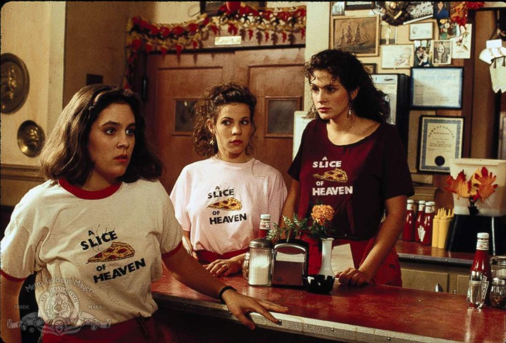 PHOTO: Annabeth Gish, Lili Taylor, and Julia Roberts in Mystic Pizza (1988).