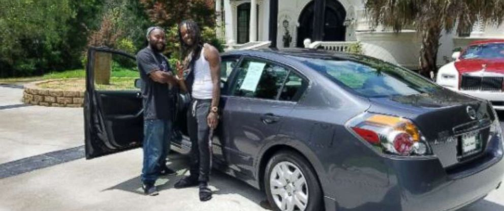 Migos member Offset gifted a car to a good Samaritan who helped him after a car accident on May 17, 2018.