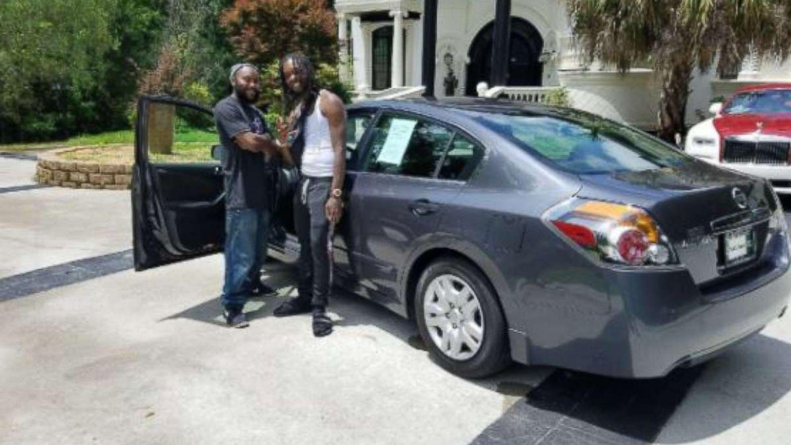 Migos rapper Offset, Cardi B\'s fiance, buys good Samaritan a car for ...