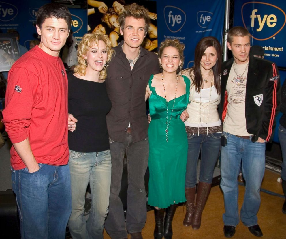 PHOTO: In this file photo, the cast of One Tree Hill poses during an appearance at the FYE music store to sign CDs of the show soundtrack, Jan. 25, 2004, in New York City.