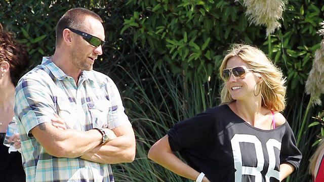 PHOTO: Model Heidi Klum and her boyfriend Martin Kristen take the kids Leni, Lou, Henri and Johan to the park in Los Angeles, Sept. 29, 2012.