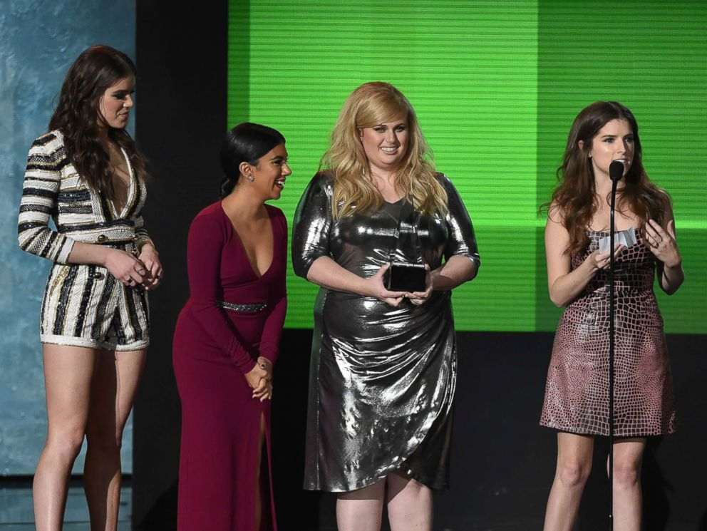 PHOTO: (L-R) Actresses Hailee Steinfeld, Chrissie Fit, Rebel Wilson and Anna Kendrick accept Top Soundtrack award for Pitch Perfect 2 onstage during the 2015 American Music Awards at Microsoft Theater, Nov. 22, 2015 in Los Angeles.
