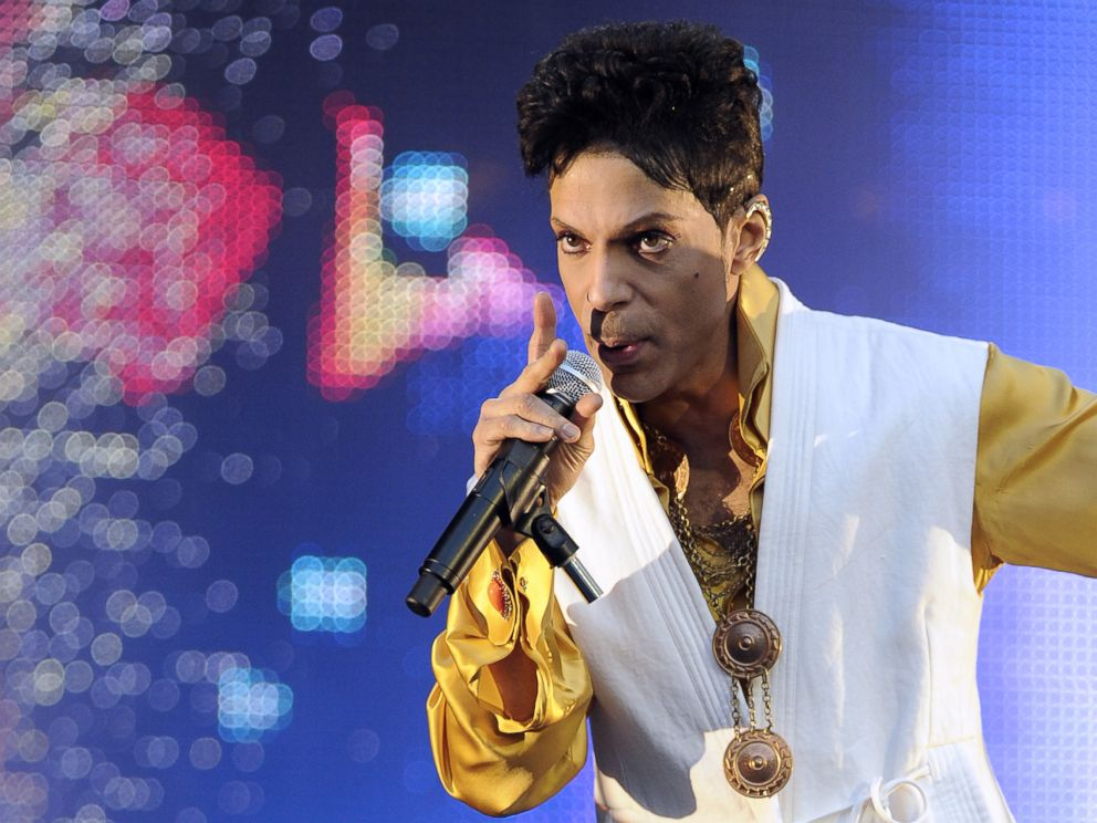 Prince's family sue doctor over pain pills