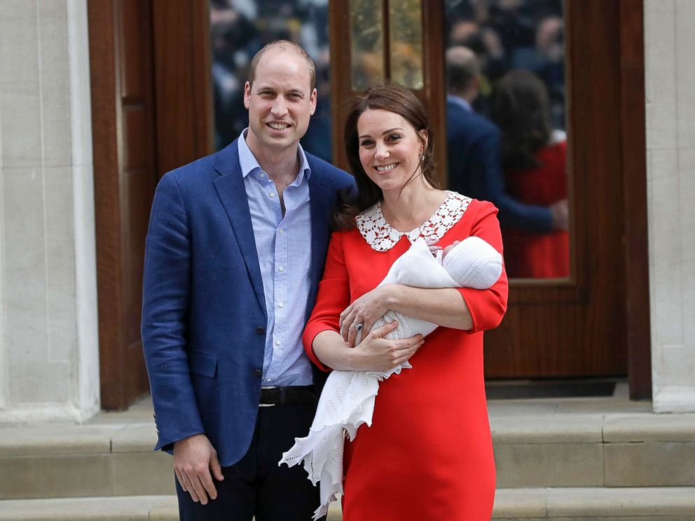 PHOTO: Britains Prince William and Kate, Duchess of Cambridge pose for a photo with their newborn baby son as they leave the Lindo wing at St Marys Hospital in London, April 23, 2018.