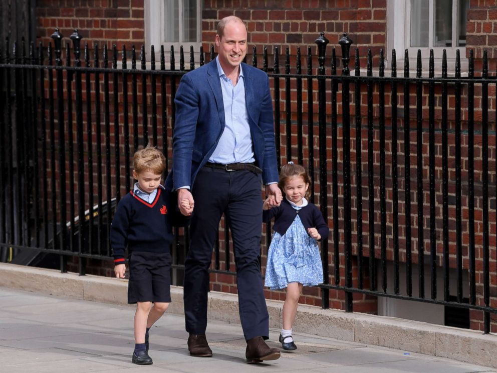 PHOTO: Prince William returns to the Lindo Wing with Prince George and Princess Charlotte as they enter to meet their brother for the first time at St Marys Hospital in London, April 23, 2018.