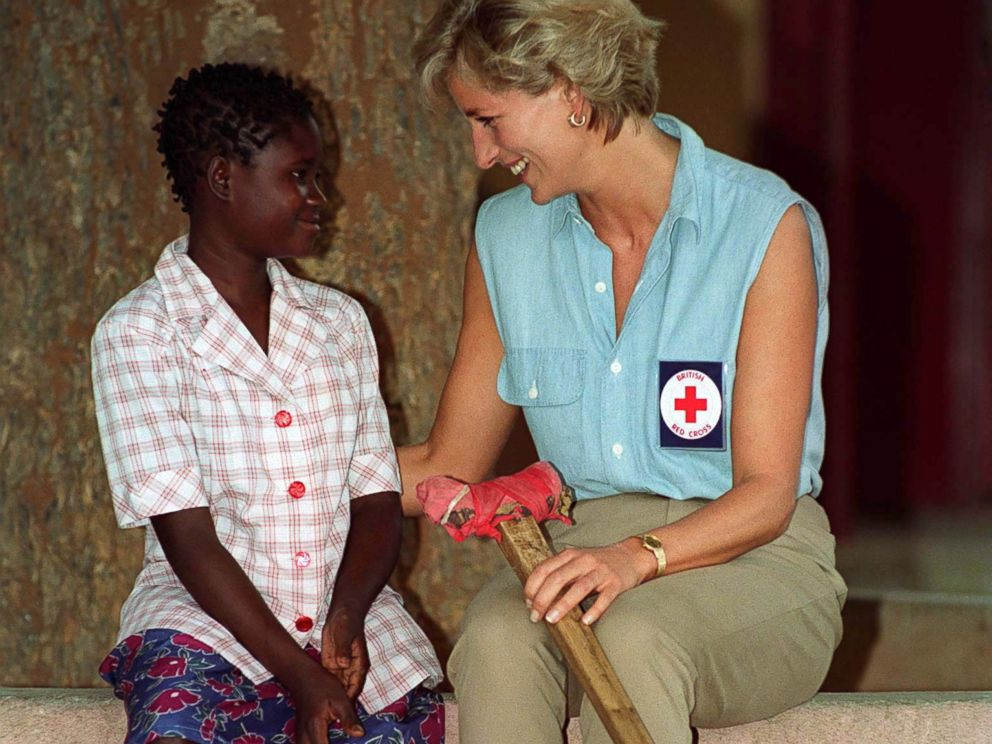 PHOTO: Diana, Princess Of Wales, At Neves Bendinha Orthopaedic Workshop in Luanda, Angola, Jan. 14, 1997, with 13 year old Sandra Thijika from Saurino, whol lost her leg to a mine in 1994.