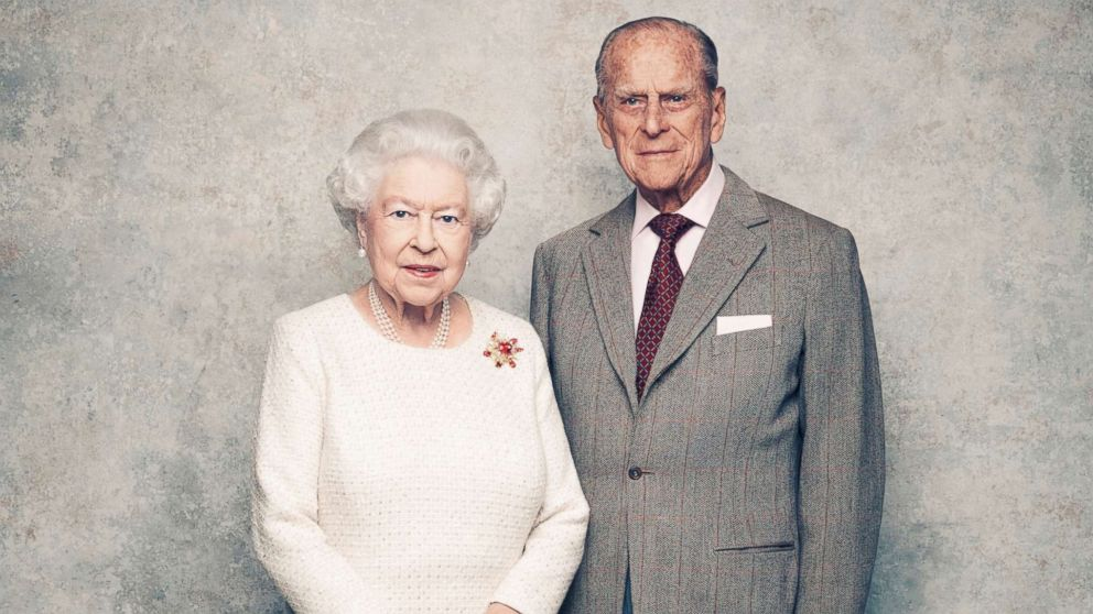 Queen Elizabeth Iis Life Through The Years Photos Abc News