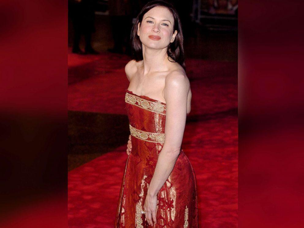 PHOTO: Renee Zellweger walks the red carpet during the U.K. premiere of Bridget Jones: The Edge of Reason in London, Nov. 8, 2004.