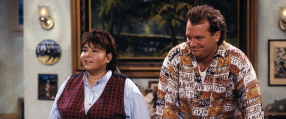 """PHOTO: Roseanne Barr and Tom Arnold in a scene from """"Roseanne,"""" in 1990."""