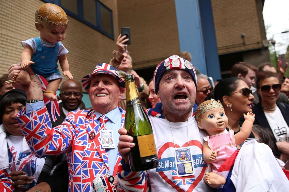 PHOTO: Royal fans celebrate the news that Britains Catherine, Duchess of Cambridge gave birth to a baby boy outside the Lindo Wing at St Marys Hospital in London, April 23, 2018.