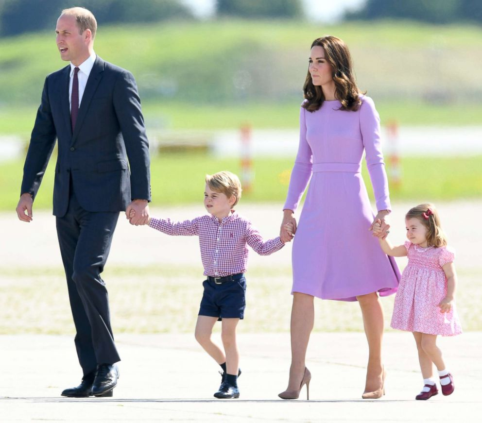 PHOTO: Prince William, Duke of Cambridge, Prince George, Catherine, Duchess of Cambridge and Princess Charlotte of Cambridge, before departing from Hamburg airport, July 21, 2017 in Hamburg, Germany.