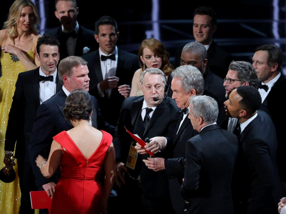 PHOTO: Warren Beatty holds the card for the Best Picture Oscar awarded to Moonlight, after announcing by mistake that La La Land was winner, Feb.26, 2017, in Hollywood, Calif.