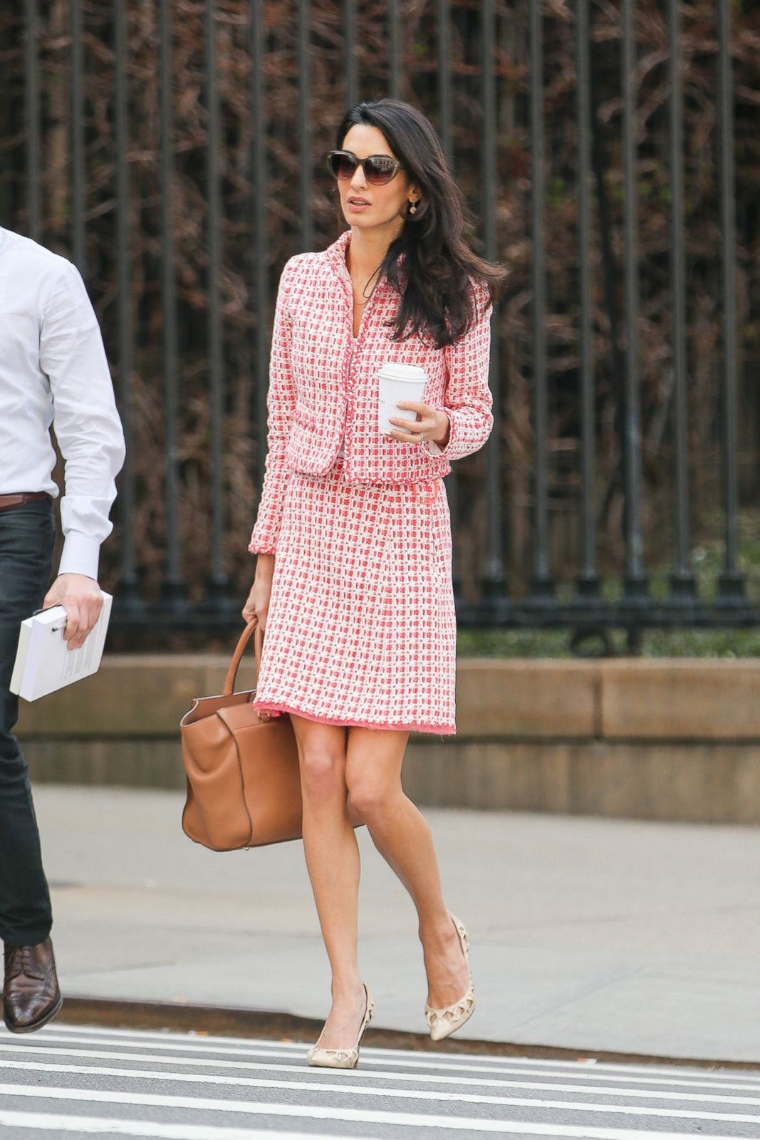 amal clooney makes a stylish appearance at columbia. Black Bedroom Furniture Sets. Home Design Ideas
