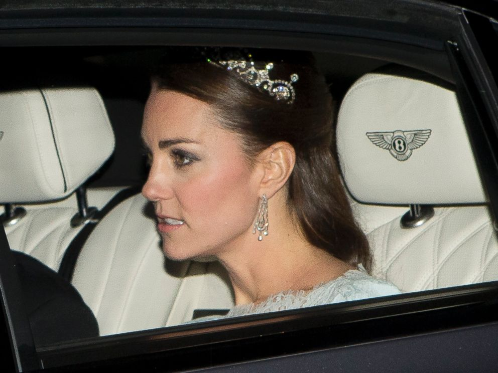 PHOTO: Kate Middleton is seen leaving Kensington Palace for the Diplomatic reception at Buckingham Palace, Dec. 3, 2013.