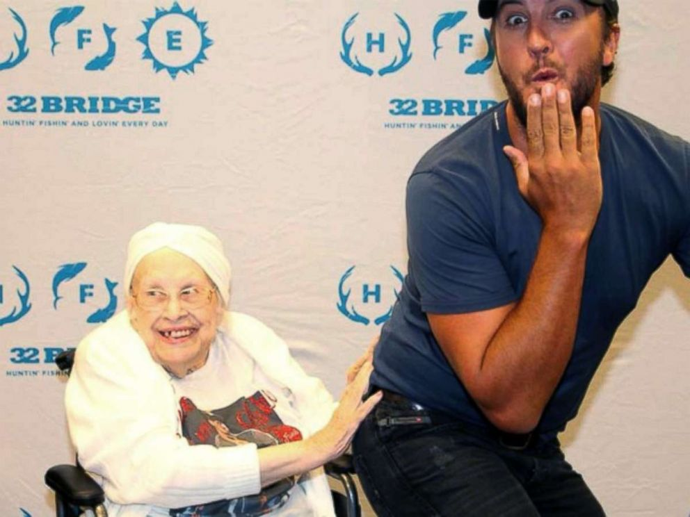 88 year old woman with terminal illness meets and flirts with luke frances stanaway of chesterfield an 88 year old terminally ill fan was lukebryan m4hsunfo