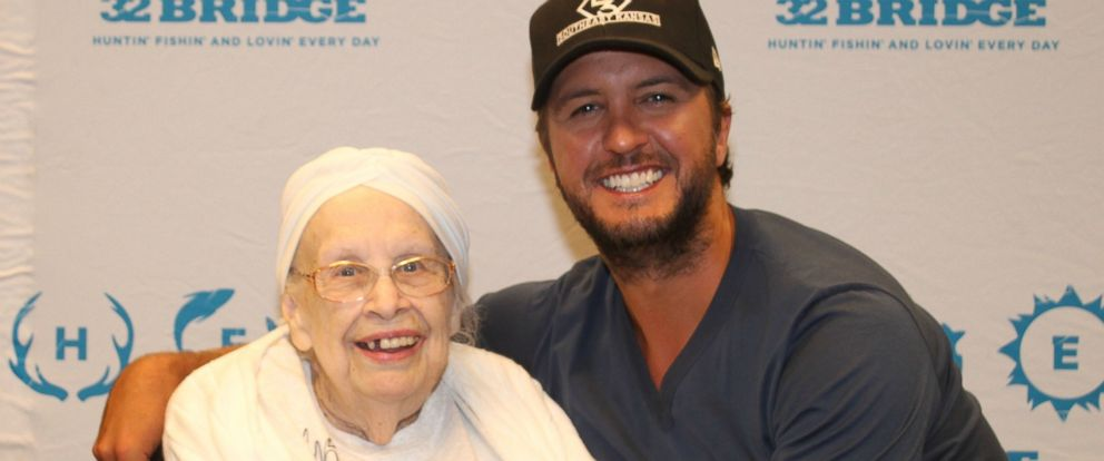 88 year old woman with terminal illness meets and flirts with luke frances stanaway of chesterfield an 88 year old terminally ill fan was play lukebryan m4hsunfo