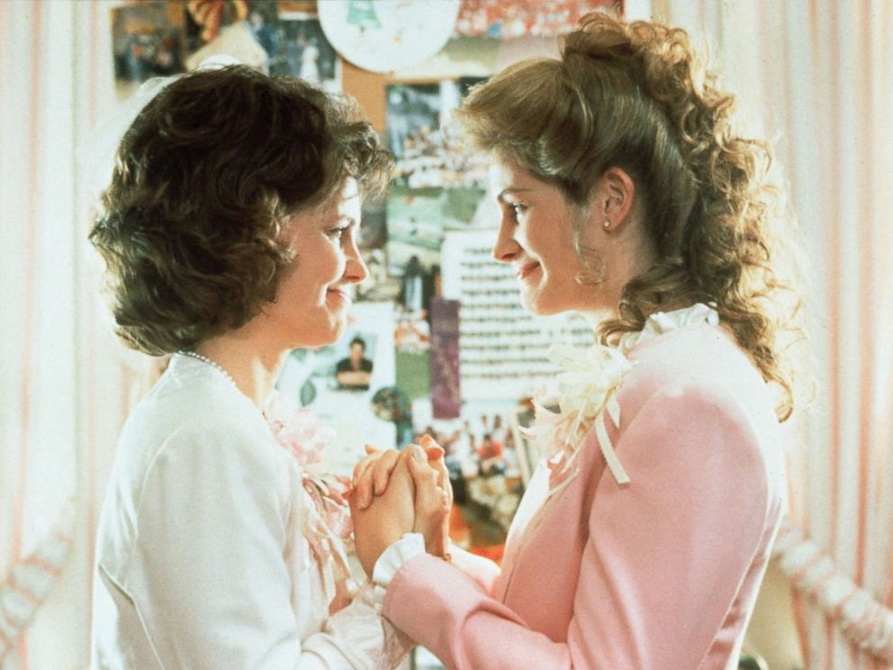 PHOTO: Sally Field and Julia Roberts in a scene from Steel Magnolias in 1989.