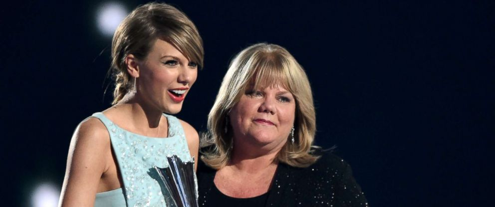PHOTO: Taylor Swift accepts an award from her mother, Andrea Swift, during the 50th Academy Of Country Music Awards at AT&T Stadium on April 19, 2015 in Arlington, Texas.