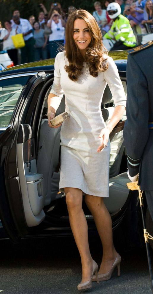 PHOTO: Catherine, Duchess of Cambridge arrives at The Royal Marsden Hospital at Belmont, Sutton, Sept. 29, 2011 in London.