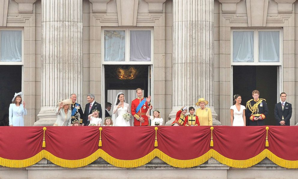 PHOTO: Prince William, Duke of Cambridge and Catherine, Duchess of Cambridge greet well-wishers next to members of their family on the balcony at Buckingham Palace on April 29, 2011 in London.