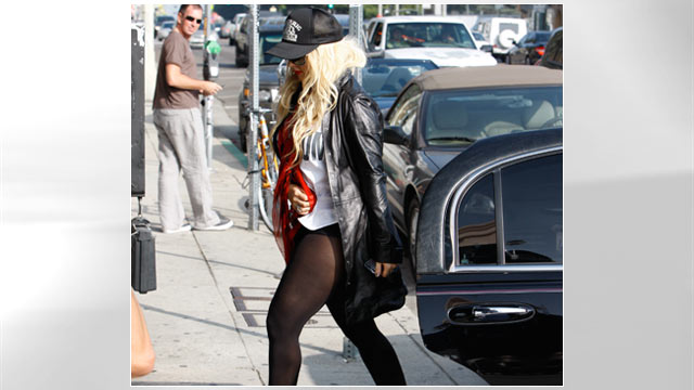 PHOTO: Christina Aguilera at Agent Provocateur showing thigh, Oct. 20, 2011.