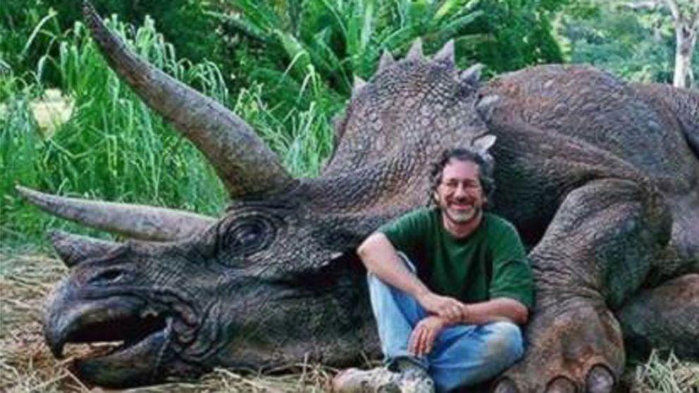 steven spielberg accused of killing a real dinosaur in internet