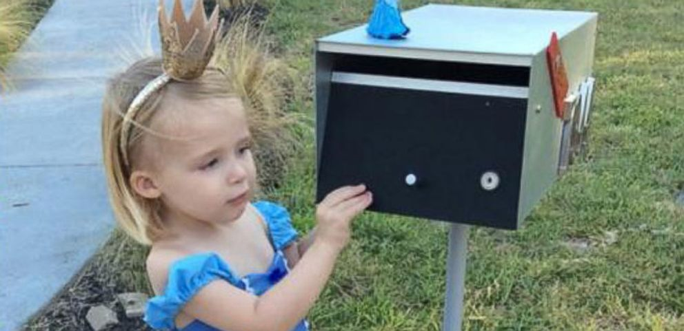 VIDEO: 3-Year-Old Fashionistas Adorable After-School Mailbox Ritual