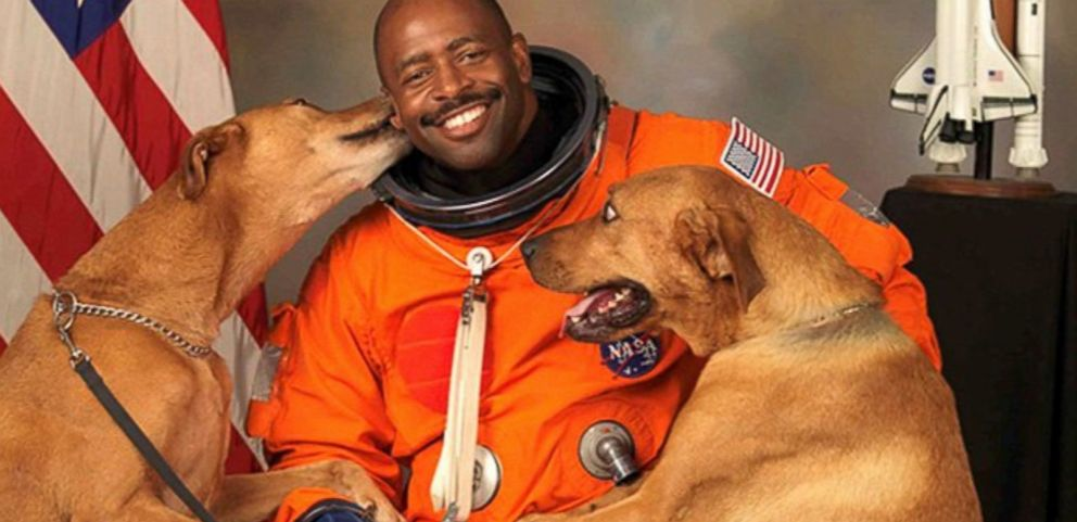 VIDEO: Leland Melvins official NASA photo features his two dogs.