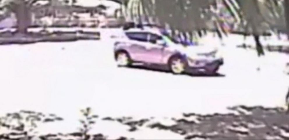 VIDEO: Florida Police Search for Man Who Held Real Estate Agents at Gunpoint