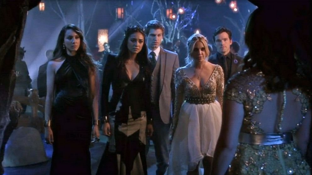 Pretty Little Liars' Summer Finale: Who Is 'A' and the