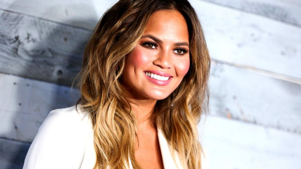 ffa3a8bfc Chrissy Teigen Reveals She Gave Herself Fertility Injections During ...