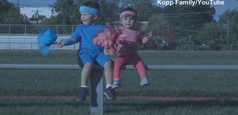 VIDEO: Siblings Race to Announce Moms Pregnancy