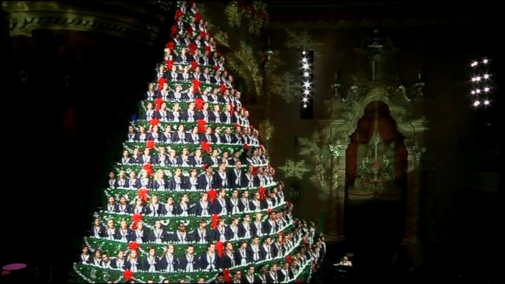 Singing Christmas Tree.High School Choir Performs As 67 Foot Singing Christmas