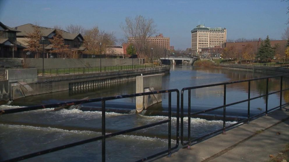 In Flint Mi Theres So Much Lead In >> Flint Michigan Issues State Of Emergency After Threat Of Lead