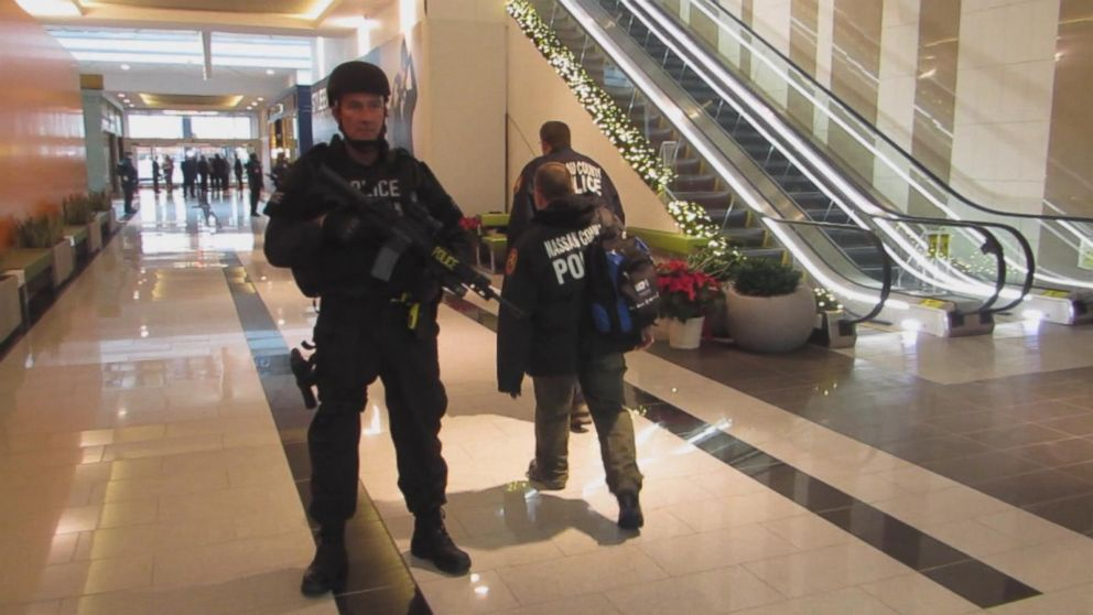 Shopping Mall Employee Shot During Attempted Robbery Video